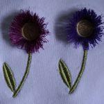Fleurs en relief brodées